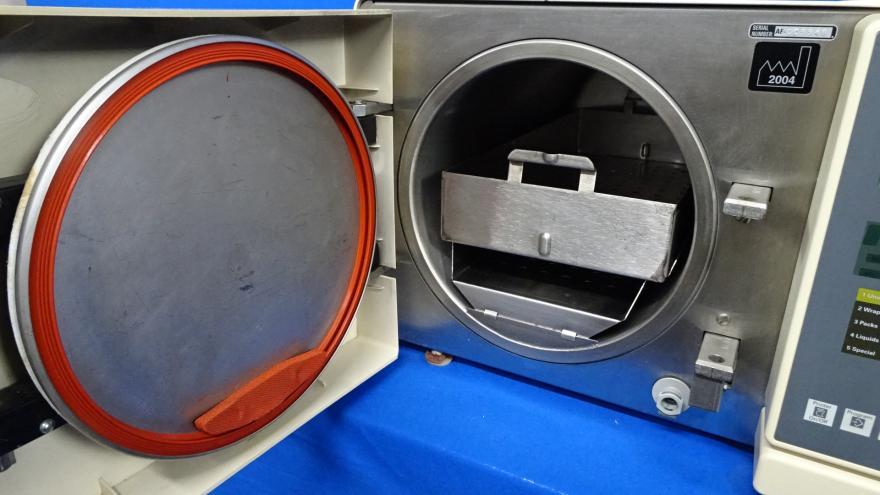 Pelton & Crane Delta Xl-M Autoclave with Tray, Refurbished, 90 Day Warranty